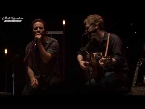 """Eddie Vedder + Glen Hansard - """"Falling Slowly"""" Live @ Firenze 24-6-2017"""