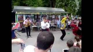 Выступление цыганского ансамбля возле бювета ,Трускавец