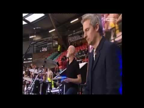 James play Sit Down at the Super League Grand Final 2014