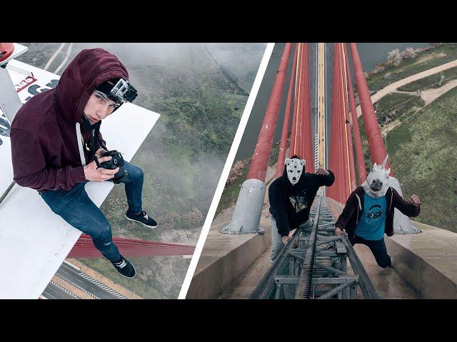 Jóvenes escalando el puente de Talavera