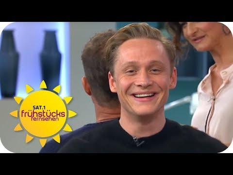 Matthias Schweighöfer wäre gerne Hodenmodel geworden?!  SAT.1 Frühstücksfernsehen  TV