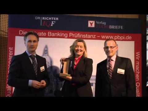 Die Preisverleihung des 9. Berliner Private Banking Gipfels durch die Private Banking Prüfinstanz