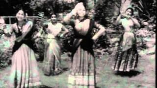 Chali Jaati Chhabiliya Matakti - Geeta Dutt - RAZIA SULTANA