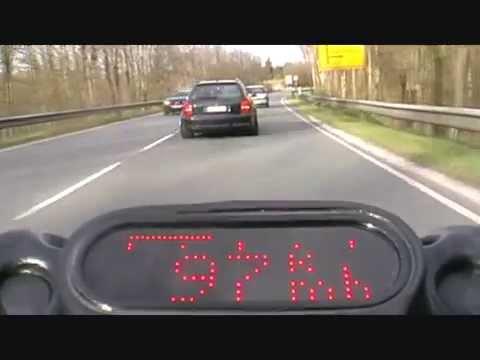 Brutale Beschleunigung eines Audi Kombis