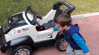 Akülü Araba Kaçtı Berat Yakaladı. Eğlenceli Çocuk Videosu