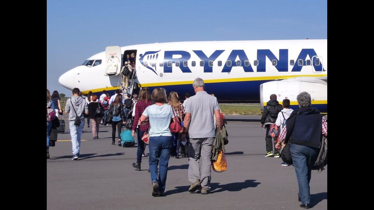 onboard ryanair b738 800 ei dck seat 15a take off rwy09 at beziers cap d 39 agde airport youtube. Black Bedroom Furniture Sets. Home Design Ideas