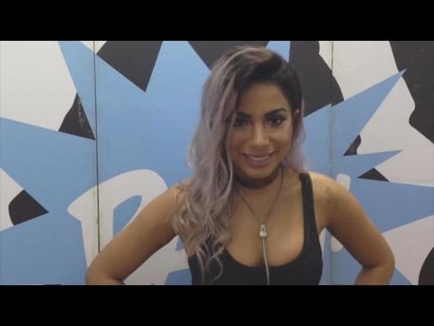 Anitta responde perguntas antes de subir no palco do Planeta Atlântida 2017