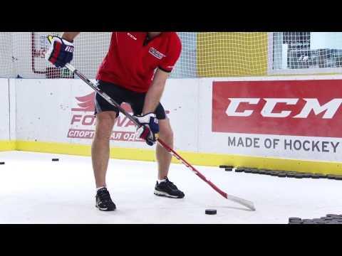 Как правильно щелкать шайбу в хоккее видео