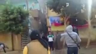 بالفيديو| مسلحون يقطعون الطريق بقرية في المنوفية ويخطفون خفير نظامى