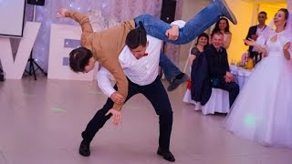Свадебный танец. Гость решил отбить невесту во время свадебного танца.