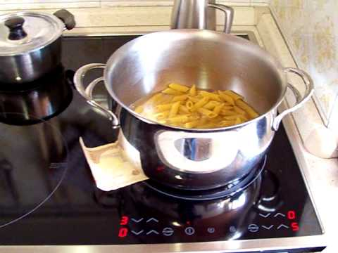 Cuocere la minestra in 12 minuti su piano cottura ad - Piano cottura a induzione portatile ...