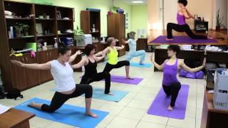 Йога Разминка. Йога в офисе. Yoga Team.(Это мягкая пластичная практика для вас на каждый день. Подходит для любого человека, независимо от возраста..., 2013-03-15T17:29:54.000Z)