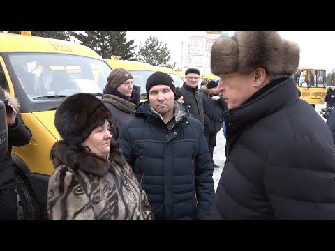 Александр Бурков вручил школам региона ещё 20 автобусов и «Газелей»
