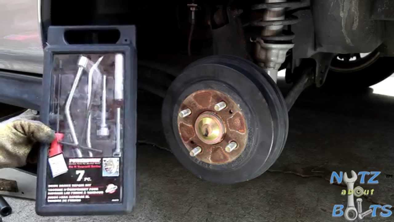 19962000 Honda Civic Rear brakes drums and shoes remove