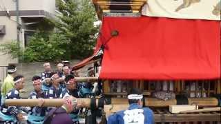 名古屋市東区の出来町天王祭で西之切鹿子神車が町内を曳行します.