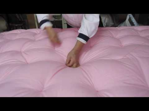 Making a Comforter the Old-fashioned Way in Taiwan