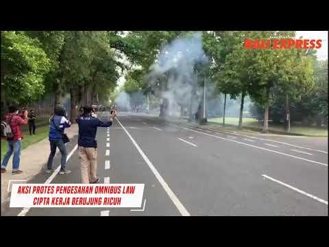 Aksi Protes Pengesahan Omnibus Law Berujung Ricuh