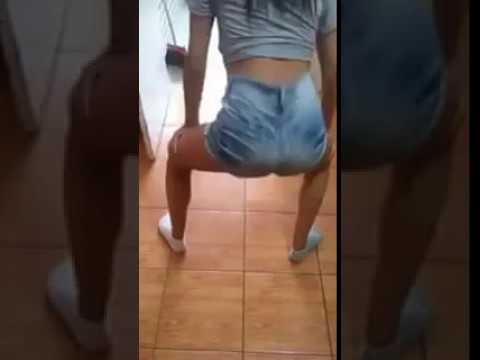 Novinha rabuda dancando playlist de funk Part 4 4