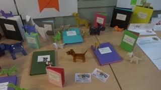 Los perros de Verne en la biblioteca