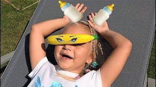 Алиса КАК МАМА ухаживает за малышами куклами ! Играет и развлекает детей пупсиков !