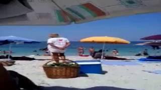 #Приколы на пляже видео Море ИТАЛИЯ #Sardegna spiaggia #Прикольный продавец(Приколынапляжевидео #МореИталия #Sardegnaspiaggia Мы на море.Жара. #Прикольныйпродавец зазывает покупателей.Но..., 2016-06-02T04:36:16.000Z)