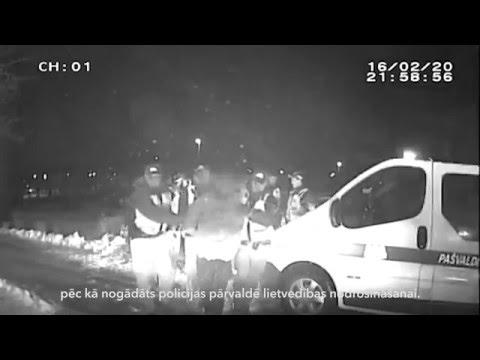 Rīgas pašvaldības policisti aiztur agresīvu autovadītāju