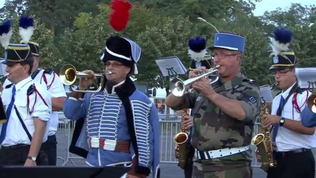 La Fanfare du 2ème Hussards - YouTube