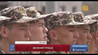 Сегодня сразу в нескольких городах родители отправили своих сыновей в армию