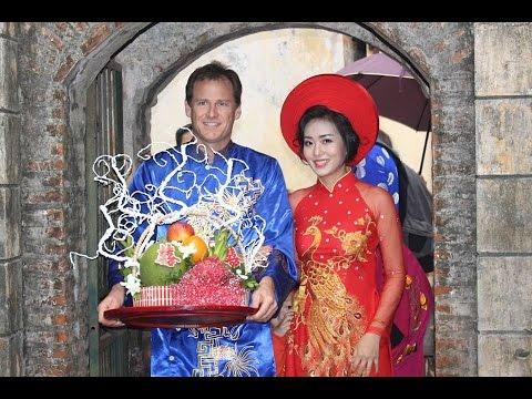 Traditional Vietnamese wedding in Ha Noi (Huyen Trang and Darshaun)