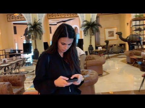 SI-A UITAT LA RESTAURANT IN DUBAI POSETA CU ACTE SI BANI...
