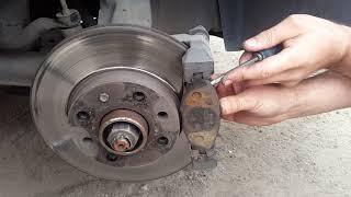 замена передних тормозных колодок сенс, как правильно вдавить тормозной поршень