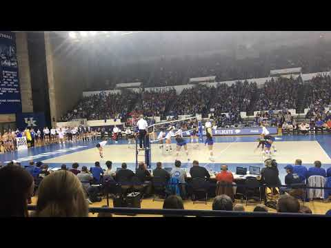 an electric Memorial Coliseum at #6 Kentucky and #4 Florida volleyball match (November 1st, 2017)