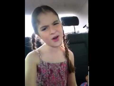 Sophia Valverde cantando Violetta e fazendo palhaçada kkkkkkk