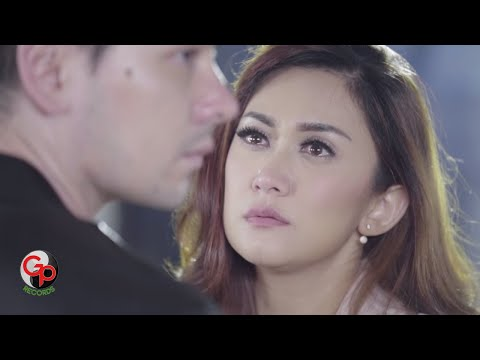 NAFA URBACH | MELEPASMU KELEMAHANKU [Official Music Video]