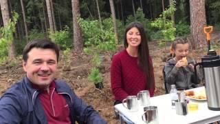 Воробьев вместе с семьей посадил деревья в рамках акции по посадке леса(Губернатор Подмосковья Андрей Воробьев дал старт акции