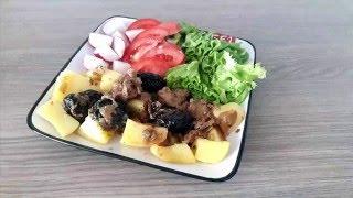 #Свинина с черносливом и яблоками/ Pork with prunes and apples