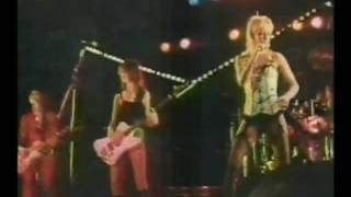 Baixar THE RUNAWAYS - CHERRY BOMB live in Japan 1977 (higher quality)