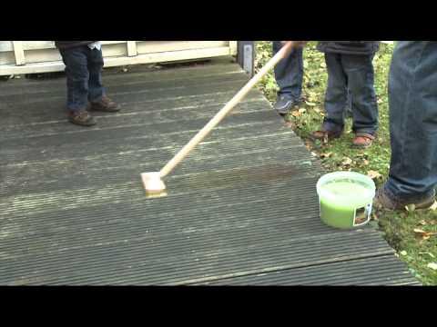 Очистка террасной доски от серого слоя при помощи Holz-Entgrauer Kraft-Gel (OSMO)