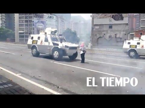 Los 'tanques' que no vio Julian Assange desde la embajada de un aliado del dictador Maduro