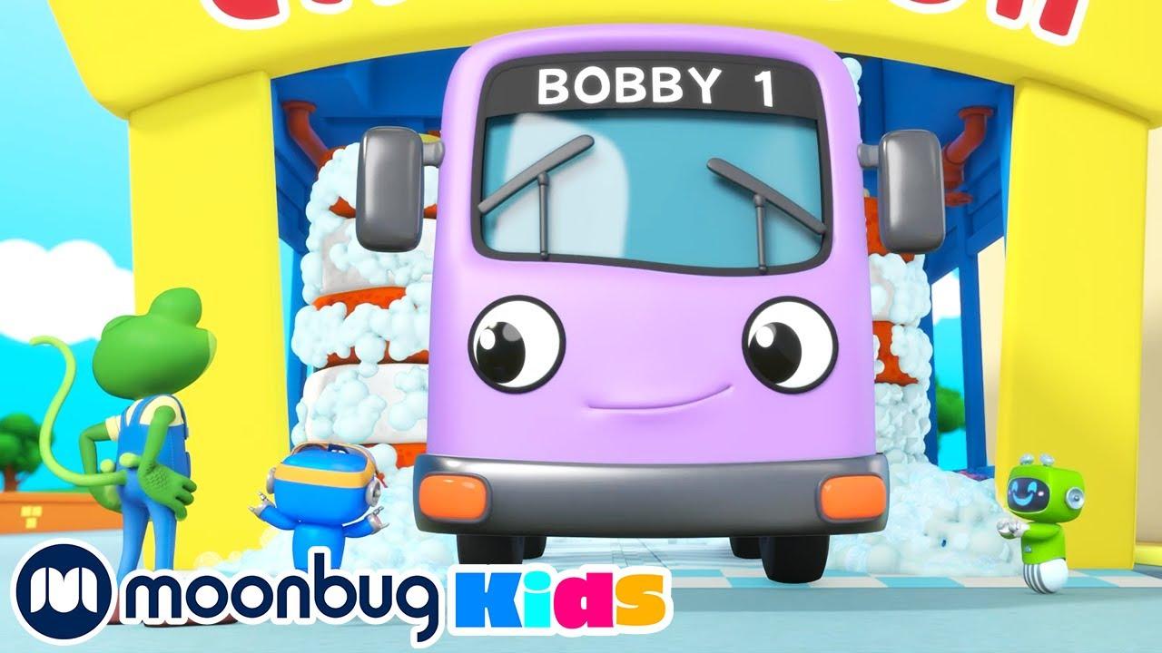 Bobby el Autobús se hace Eléctrico - Garaje de Gecko | Caricaturas para Niños | Moonbug en Español