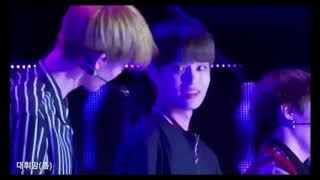 Video [Wanna One] Bae Jinyoung Get Hurt on His Leg - Gangjin Kpop Concert download MP3, 3GP, MP4, WEBM, AVI, FLV Januari 2018