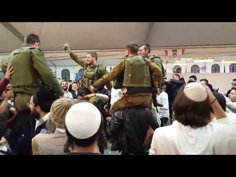Israeli Soldiers And Yeshiva Students Dance In Hebron
