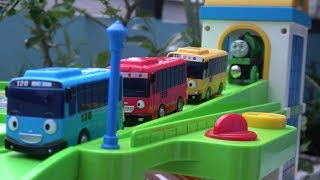 Tayo the Little Bus toys with Thomas and Friends Garage Cars toy play