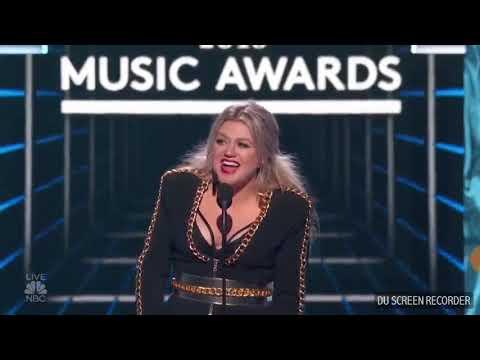 Christina Aguilera Ft. Demi Lovato - Fall In Line (BBMA)