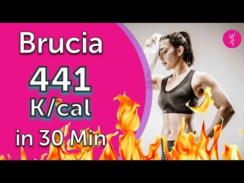 Allenamento cardio a casa brucia calorie: 441 k/cal in 30 minuti