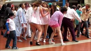 Zombie Flash Mob Wellington Train Station [Full HD]