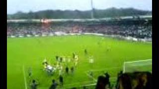 Playoffs 2006: Nec - Vitesse 1-2. Feest in het vitesse-vak.