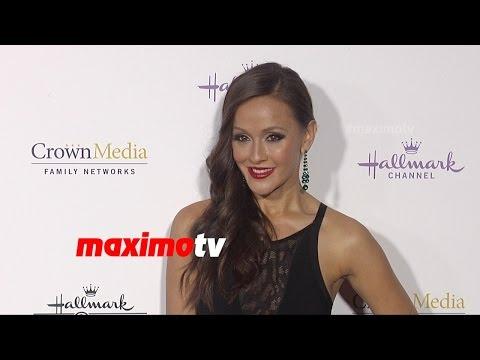 Crystal Lowe  Hallmark TCA Winter 2015  Red Carpet Arrivals  MaximoTV Broll