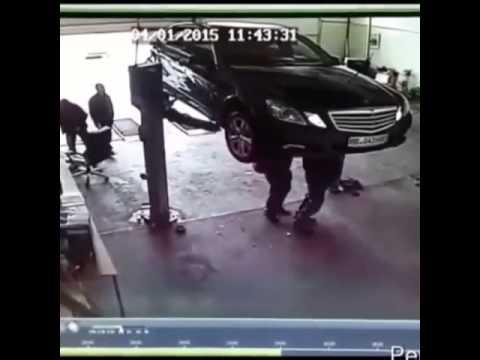 Машина упала с подъемника ЖЕСТЬ
