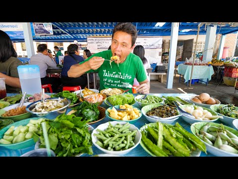 24 Toppings Buffet -  EPIC CURRY NOODLES - Amazing Street Food in Asia